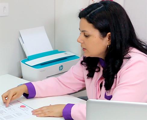 paula-stancari-realizando-atendimento-de-fertilidade