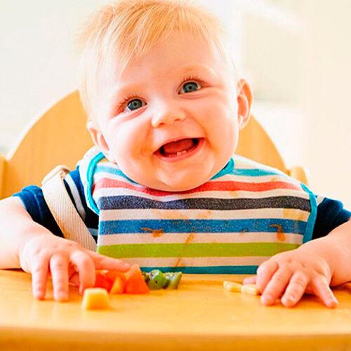 bebe-cortes-blw-sorrindo-sentado-no-cadeirao